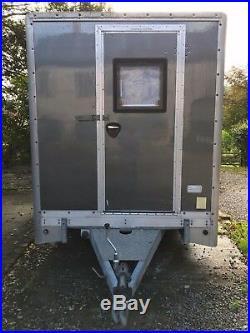 Enclosed mobile workshop trailer