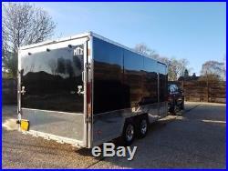Enclosed vehicle trailer/transporter
