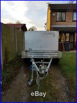 Twin axle box trailer